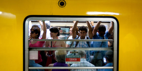Picture of Argentine people riding the subway in Buenos Aires