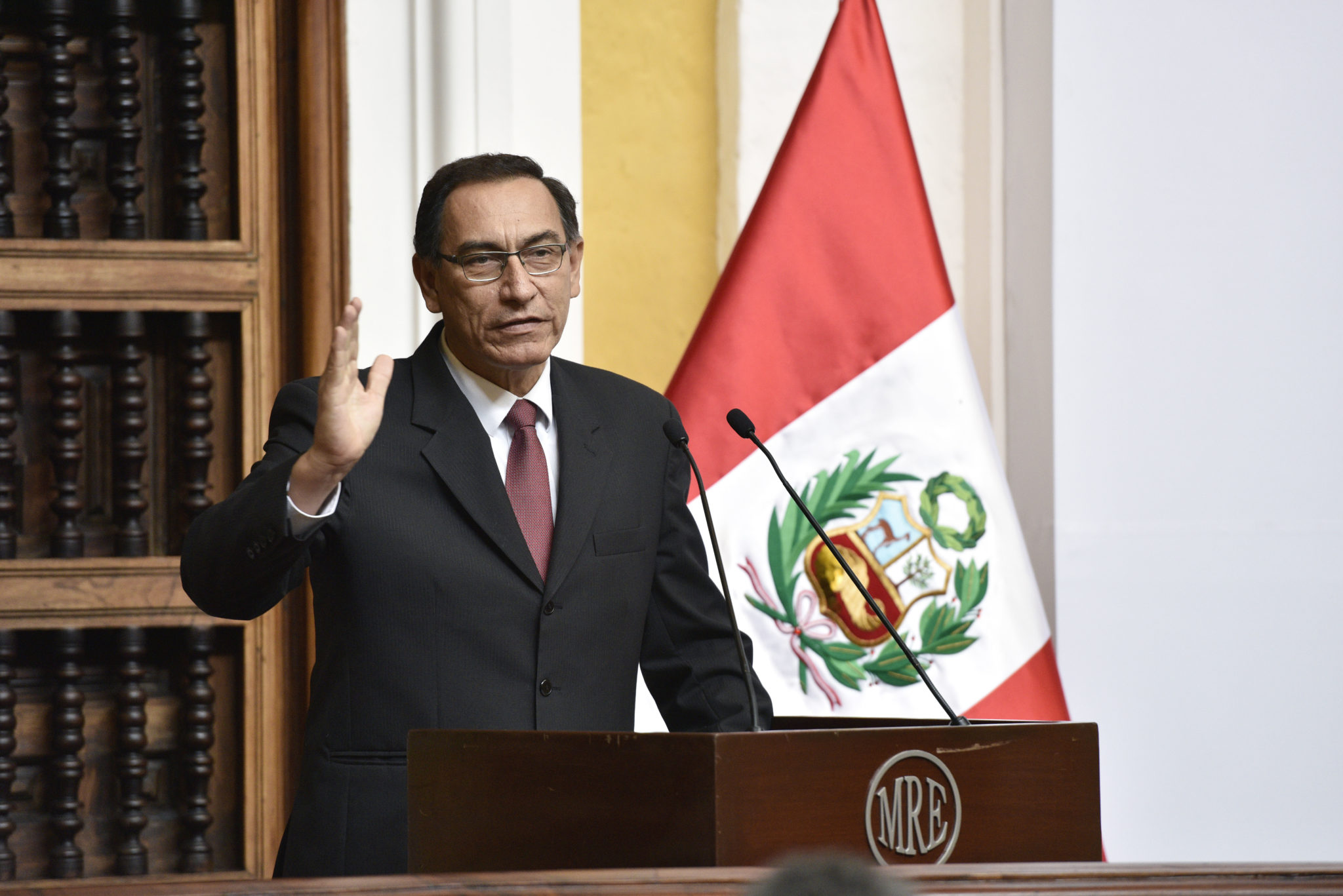 What is Peru's president doing to fight corruption?