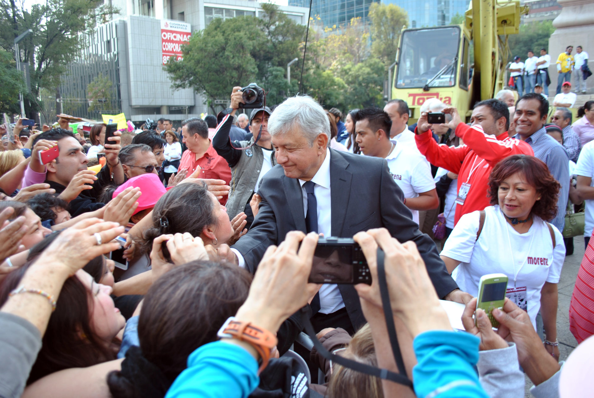 AMLO greeting supporters