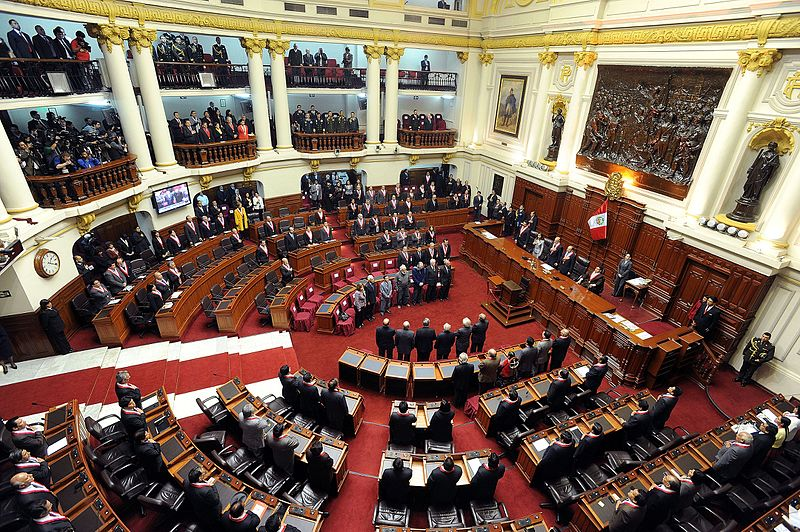 Peruvians demand dissolution of Congress
