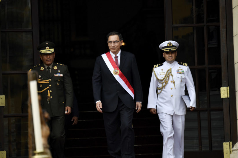 Vizcarra with military personnel